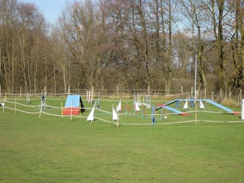 http://erdinger-hundeschule.de//images/stories/gelande/small/04-gelaende_0009_klein.jpg