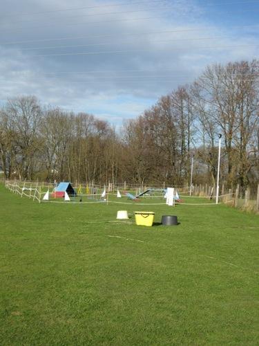 http://erdinger-hundeschule.de//images/stories/gelande/small/08-gelaende_0007_klein.jpg